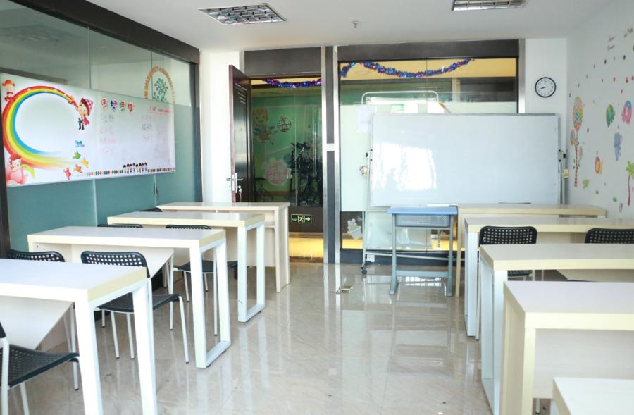 宽敞明亮的课室